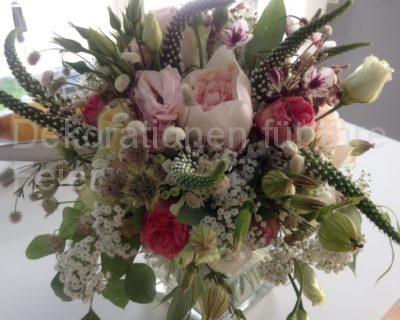 Bezaubernder Blumenstrauß in rosa, weiß und grün