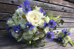 Wunderschöner weiß-blau-grüner Blumenstrauß für verschiedene Anlässe