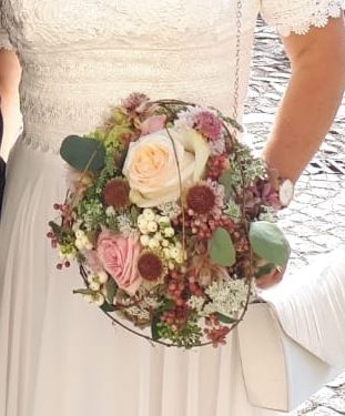 Hochzeitsstrauß in weiß - rosa - grün